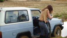 car stuck girls (3)