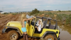 car stuck girls (1)