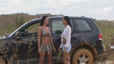 Car Stuck Girls (19)