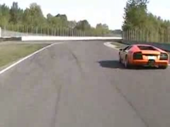 VW Golf R32 Kompressor vs. Lmborghini Murcielago